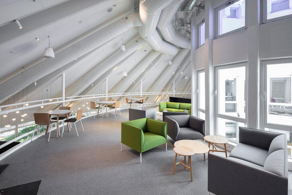 ספרים בקושי נשארו פה. הרעיון הוא לעודד מפגשים, קבוצות לימוד והרצאות, תוך מתן כבוד לאדריכלות המקורית (צילום: עוזי פורת)