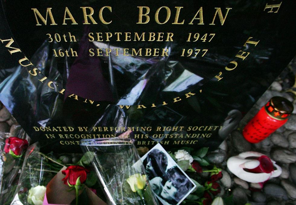 האנדרטה לזכר בולאן שהוקמה סמוך למקום שבו הוא נהרג. המעריצים רכשו את הקרקע (צילום: Cate Gillon/GettyimagesIL)