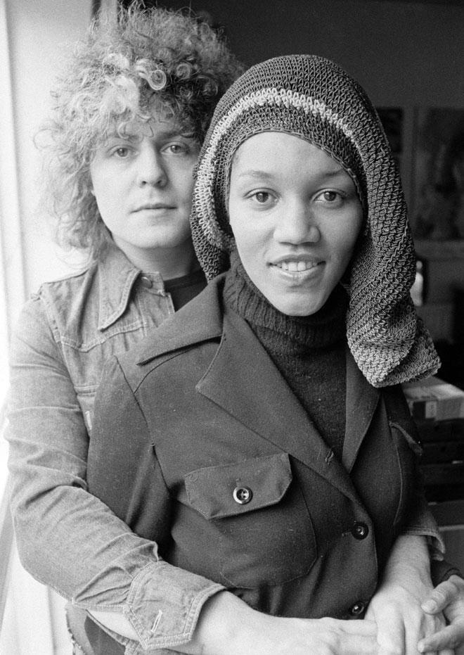 בולאן עם זוגתו, הזמרת גלוריה ג'ונס. אייק וטינה טרנר היו החוליה המקשרת (צילום: Evening Standard/GettyimagesIL)