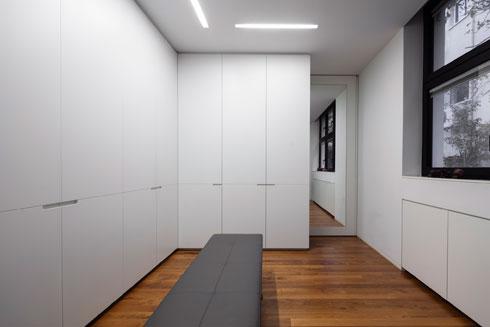 חדר הארונות (צילום: עמית גרון)