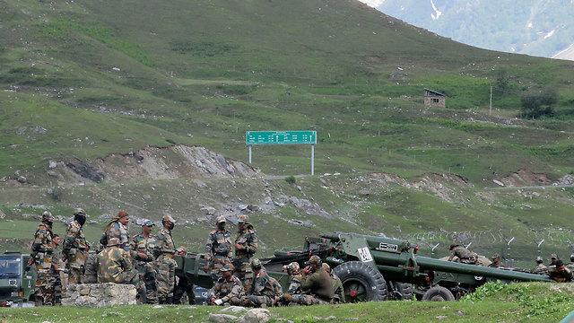 חיילים הודים  ב לדאק ב הימלאיה ההימלאיה סכסוך בגבול בין הודו ל סין  (צילום: רויטרס)