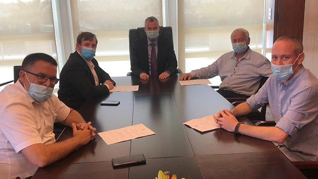 פגישה בני גנץ שרים כחול לבן התפטרות חילי טרופר יזהר שי אלון שוסטר אסף זמיר ומיכאל ביטון ()