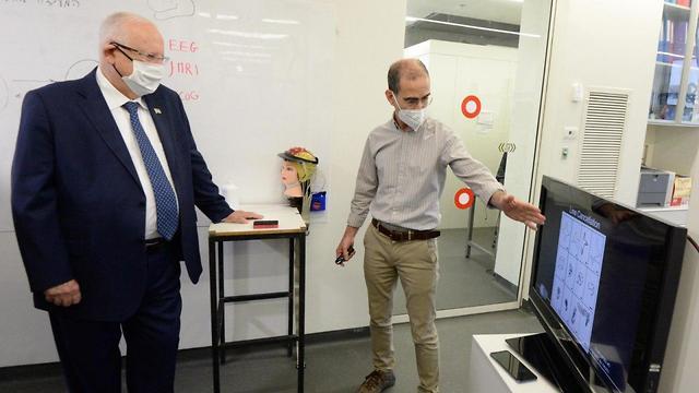 ביקור נשיא המדינה במעבדות המחקר של הפקולטה למדעי המוח של האוניברסיטה העברית (צילום: מארק ניימן, לע