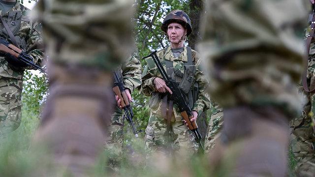 הונגריה מתגייסים חדשים ל צבא בעיר גיור (צילום: AFP)