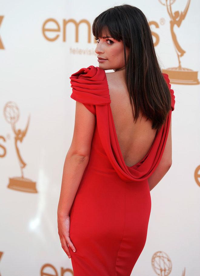 חובבת דרמה, גם בבגדים. על השטיח האדום, 2011 (צילום: AP)