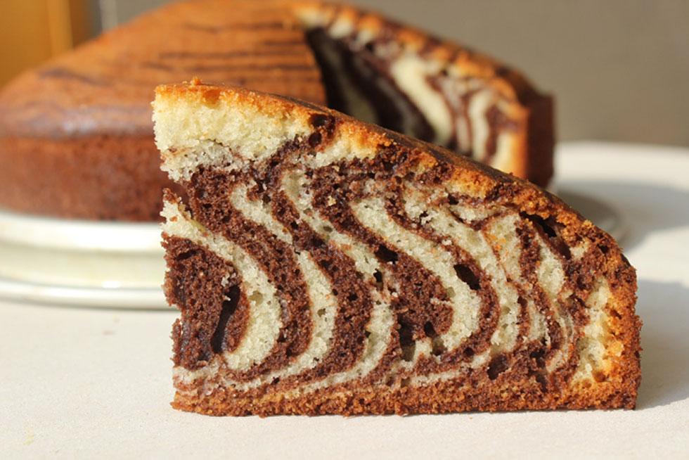 רוצים טעמים מובחנים של שוקו-וניל? ותרו על הפסים והכינו עוגת שיש פשוטה (צילום: אורה קרן)
