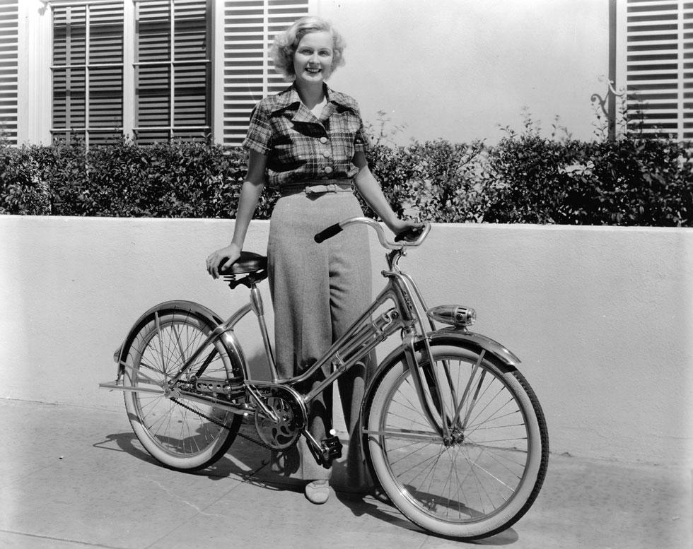 בשנות ה-30 וה-40 של המאה הקודמת היה לה את מה שצריך כדי להצליח: כישרון משחק סביר, קול נעים, ואת המראה הנכון ששילב תמימות וטוהר יחד עם רמזים של פוטנציאל אפל ומפתה (צילום: Hulton Archive/GettyimagesIL)