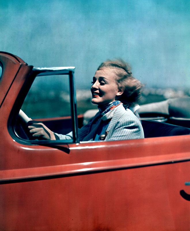בזמן שהיא לא הפכה לכוכבת-על, היא עסקה בפעילויות חשובות, כמו הליגה ההוליוודית האנטי-נאצית שהיתה ממקימיה בשנת 1936 וקידום איכות הסביבה (צילום: rex/asap creative)