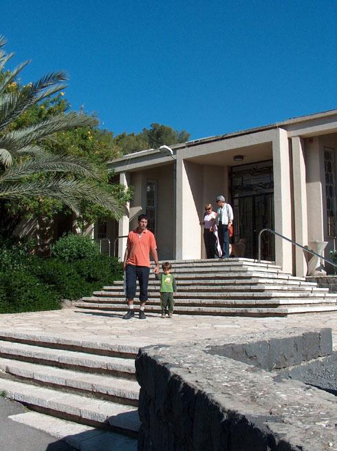 גם את המשכן לאמנות בעין חרוד תכנן ביקלס עם מוטיבים בהשראת האדריכלות הקלאסית (צילום: מיכאל יעקובסון)