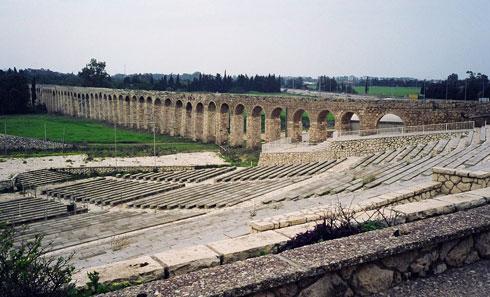 אמת המים העות'מאנית כרקע לתיאטרון הפתוח שתוכנן למרגלות הבניין (צילום: אביטל אפרת)