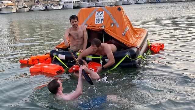 צוות משימת רפסודת הצלה (צילום: אפקה, המכללה האקדמית להנדסה בתל אביב)