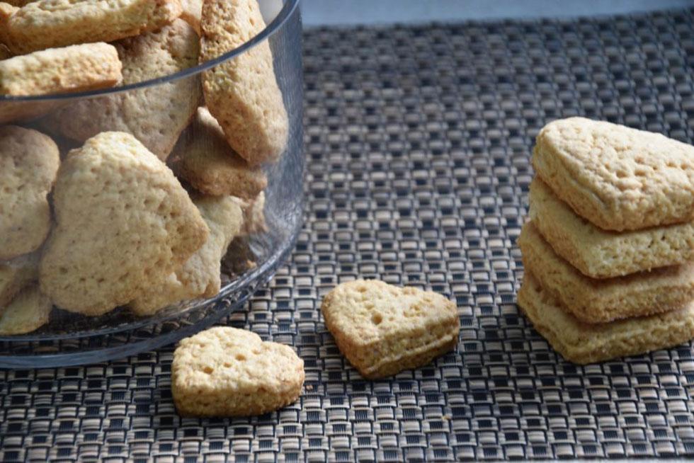 תמיד טוב שיש עוגיות בבית: ביסקוויטים בטעם קוקוס (צילום: דינה משה)