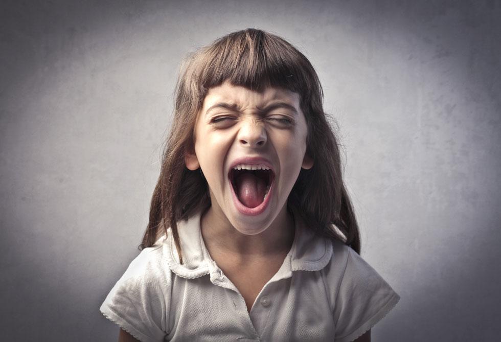 היגררות אחר הזעם של הילד בהרמת קול מצידכם לא רק שלא תרגיע את המצב, היא אף עלולה לתדלק יותר את ההתנהגות השלילית  (צילום: Shutterstock)