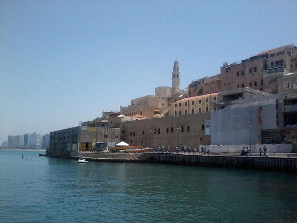בית המכס בנמל יפו. תיפקד בשלוש תקופות - העותמאנית, הבריטית והישראלית - עד שהוזנח ולבסוף נהרס (צילום: לינה אבוגוש, cc)