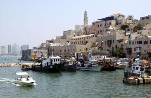 """בית המכס, חלק מקו המים של הנמל (צילום: משה מילנר, לע""""מ)"""