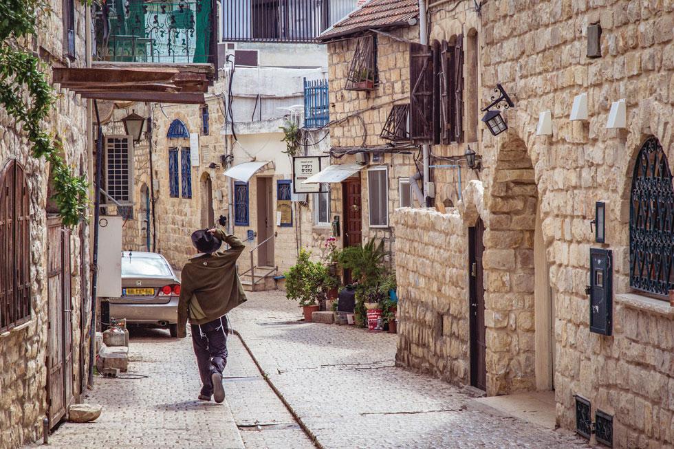 עיר עתיקה עם אווירת קדושה. סמטאות צפת  (צילום: NadyaRa / Shutterstock)