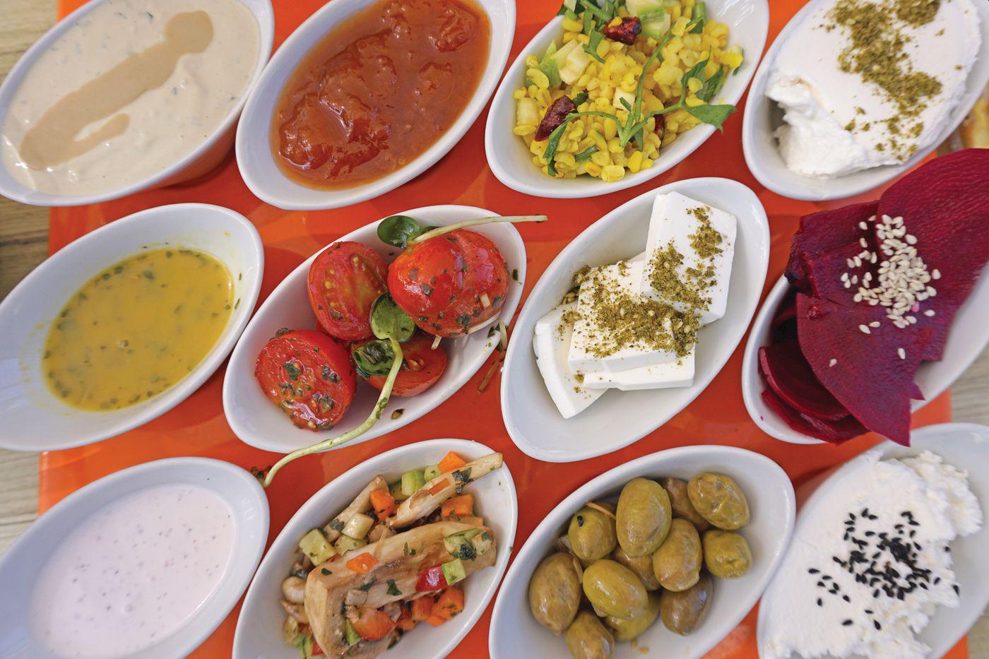 """ארוחת בוקר ב""""סעודה בגן עדן""""  (צילום: צביקה בורג)"""