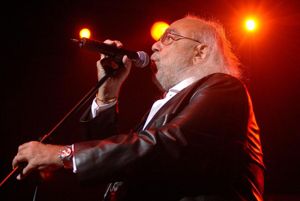בהופעה בבודפשט, 2009. זכה להצלחה גם בברית המועצות ובמזרח אירופה והוספד על ידי רודן מבלארוס (צילום: AP)