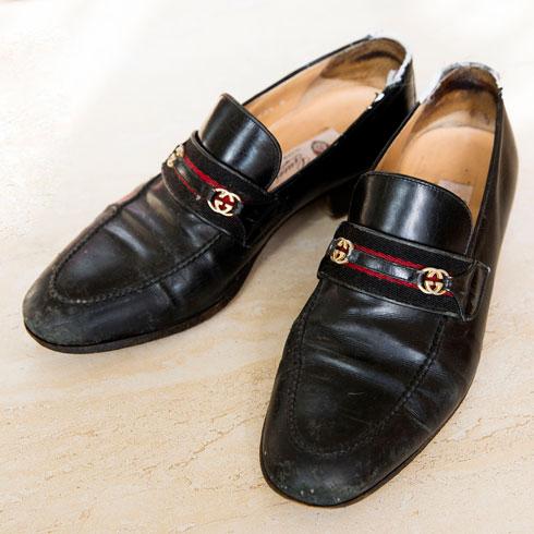 """נעליים, גוצ'י. """"אימרה מצאה אותן בחנות יד שנייה לגברים. יש לה עין לפרטים והיא יודעת למצוא את הפריטים הכי שווים בחנויות וינטג'""""  (צילום: ענבל מרמרי)"""