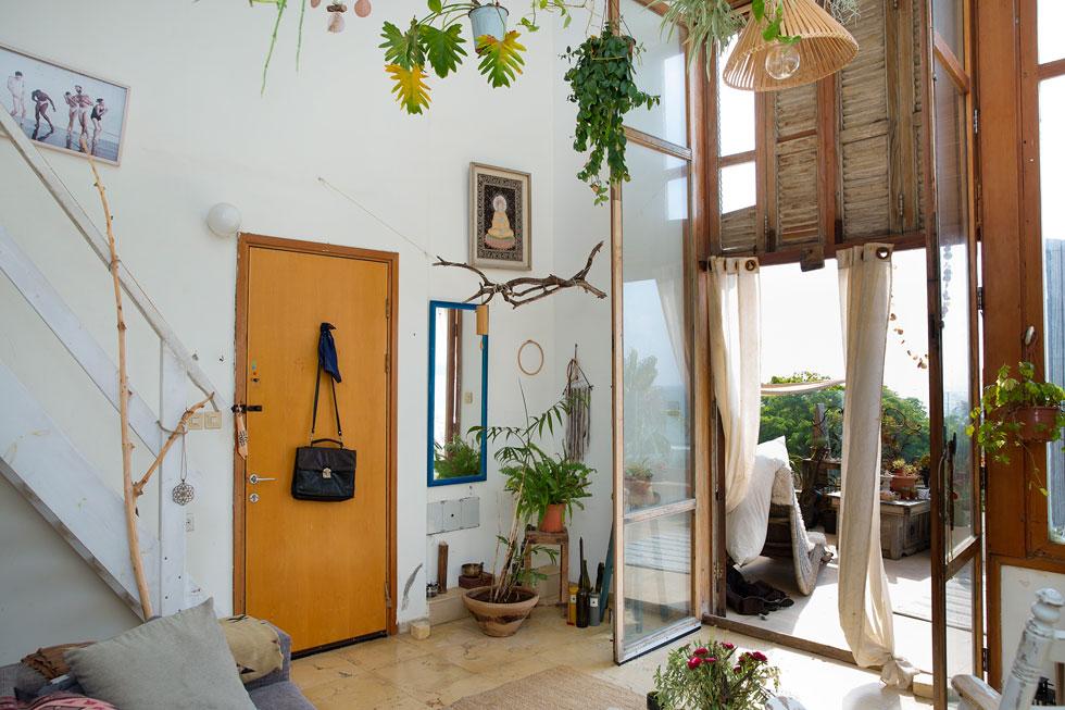 דירתה הבוהמיינית של יאני ביפו, קו ראשון לחוף גבעת עלייה (צילום: ענבל מרמרי)