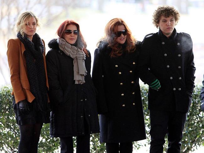בנג'מין, ליסה מארי, פריסיליה וריילי ומשפחתו