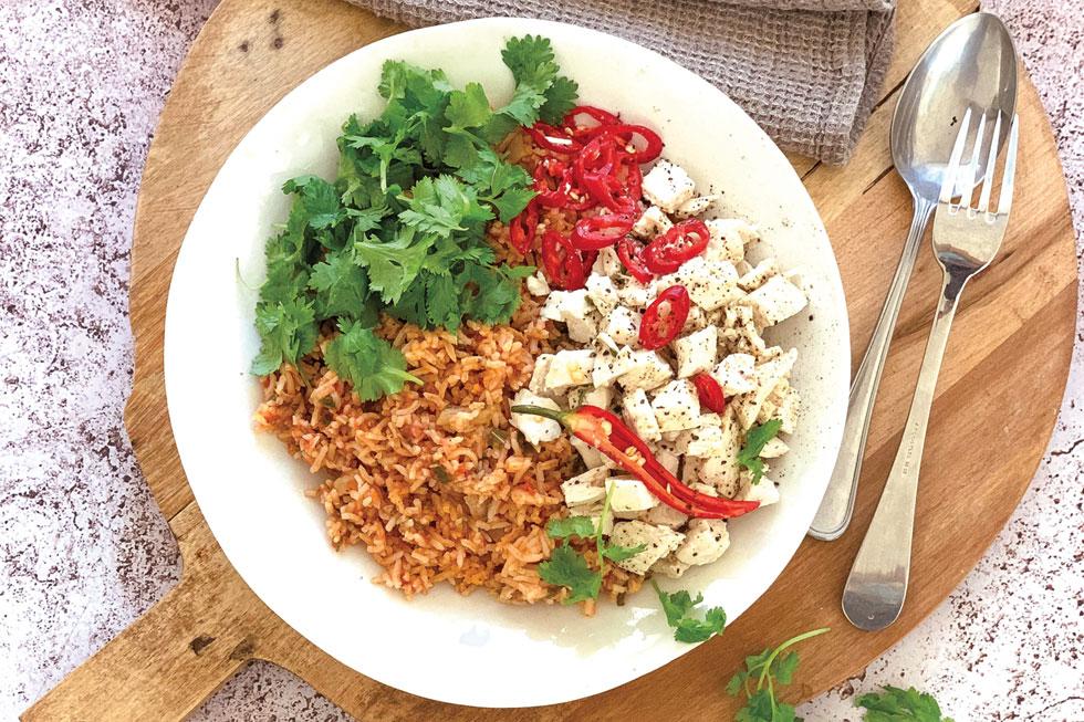 אורז אדום עם עוף . הקירור פותח את הטעמים של המנה ומוציא ממנה את המיטב (צילום וסגנון: נטשה חיימוביץ')