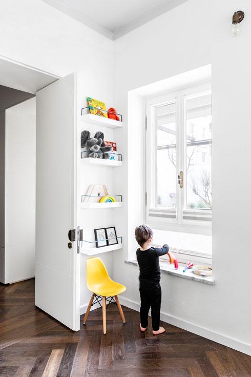חדרו של הבן הקטן הוא הקרוב ביותר לסלון ולהורים (צילום: איתי בנית)