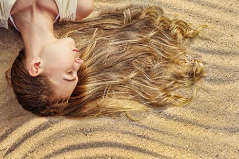 בשיער אין התחדשות תאים ולכן הנזק בלתי הפיך (צילום: Shutterstock)