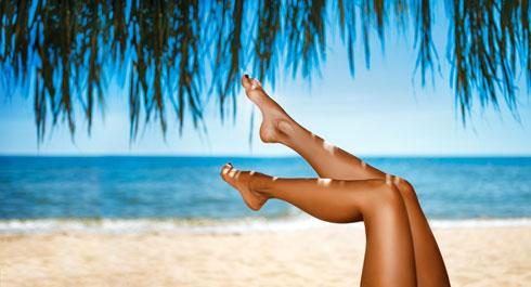 פעם בשבוע לפחות מומלץ להתפנק בטיפול פילינג לכפות הרגליים (צילום: Shutterstock)