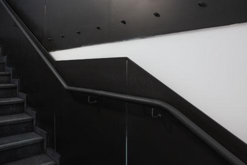 גרם המדרגות הכהה (צילום: דור נבו)