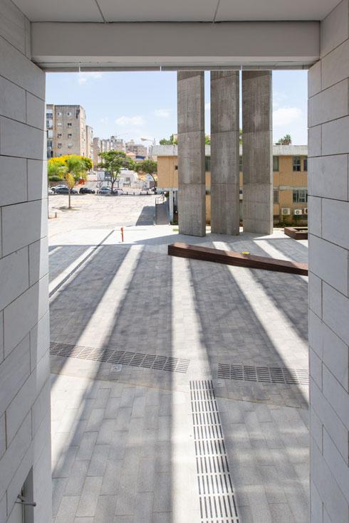 עמודי הבטון הדקיקים, סימן היכר של רכטר (צילום: דור נבו)