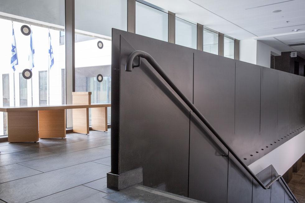 מסדרון של אחת הקומות (צילום: דור נבו)