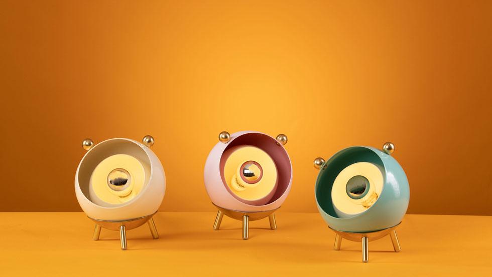 Bulbi, בעיצוב חן תעוז. מעין יצורי תאורה עגלגלים וחמודים (צילום: יניב גבאי)