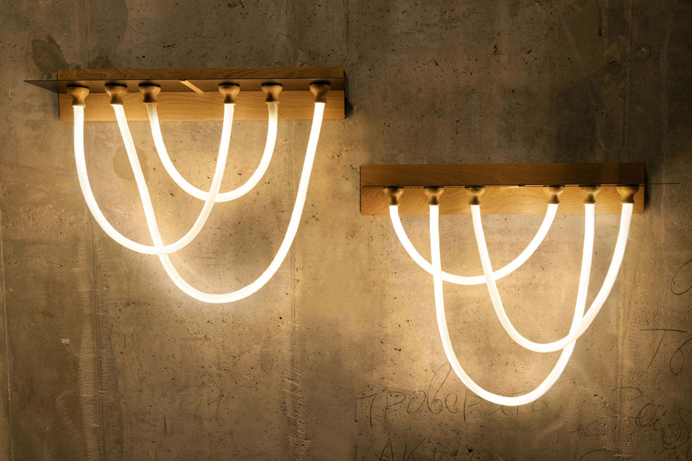 Click Light, של StudioKnob. מדף שאליו מתמגנטים חבלים מאירים באורכים שונים. מהרוח המשחקית תוכלו להתרשם בסרטון שבהמשך הכתבה (צילום: אורי גרון)