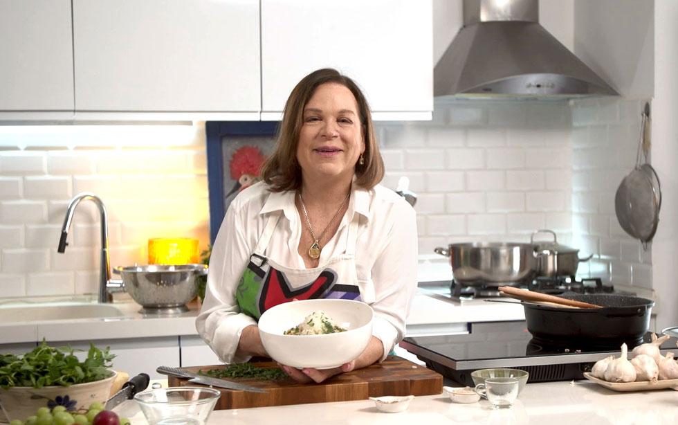 צהריים בכמה דקות? קל: מקפיצים כמה מרכיבים במחבת, מוסיפים פסטה ויש ארוחה לתפארת