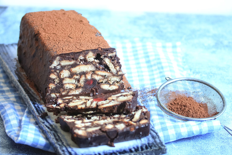 עוגת שוקולד וביסקוויטים ללא אפייה  (צילום וסגנון: מילי אליהו)