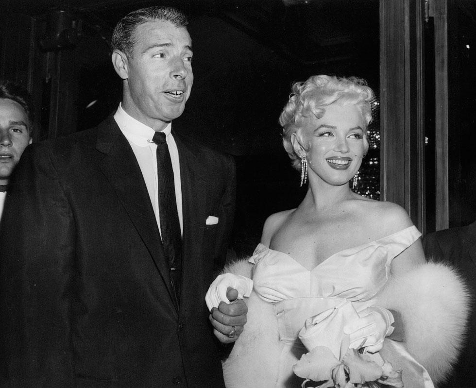 שנות ה-50: מרילין מונרו וג'ו דימאג'יו ניהלו מערכת יחסים סוערת, עם מיטב האופנה של התקופה (צילום: AP)