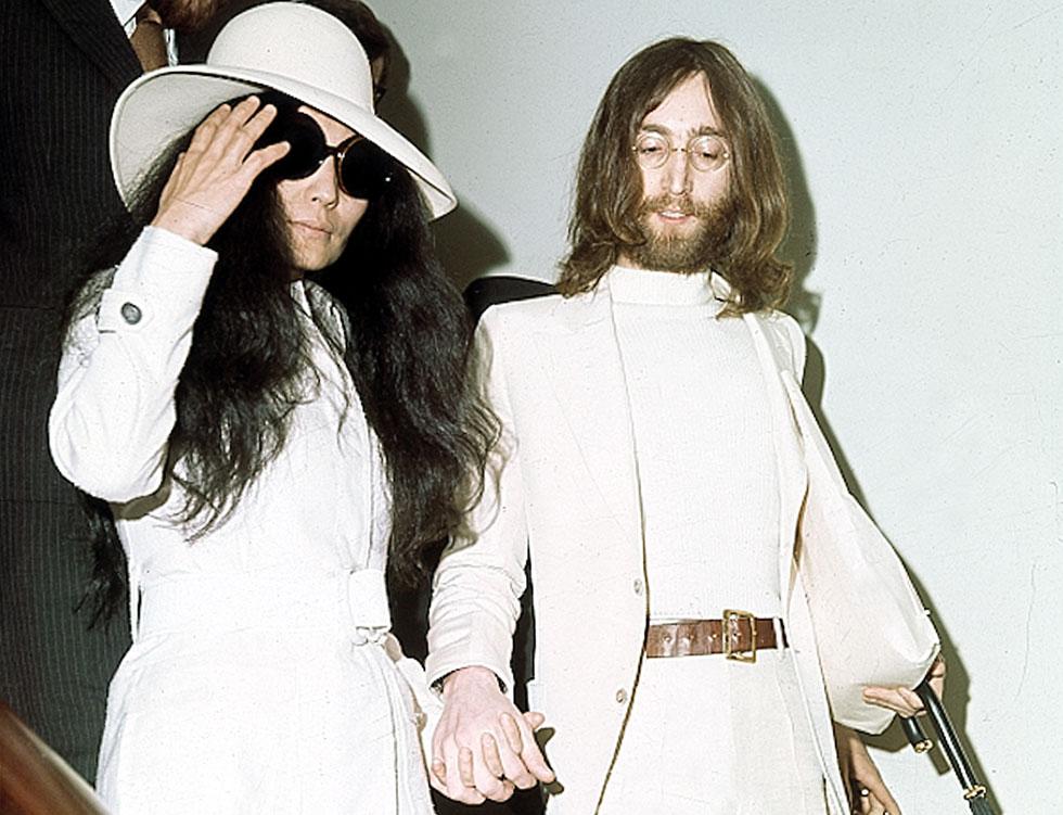 שנות ה-70: ג'ון לנון ויוקו אונו הציגו יצירות משותפות וסטייל מרהיב (צילום: AP)