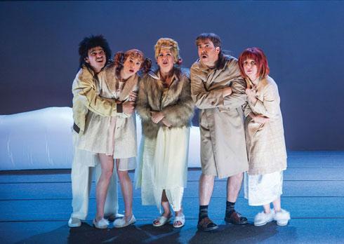"""יובל בהצגה """"הלוויה חורפית"""" בתיאטרון באר־שבע  (צילום: מעיין קאופמן)"""