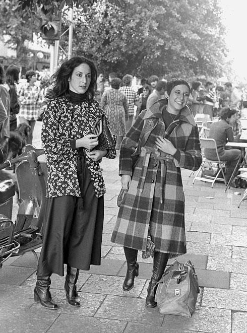 מעצבת האופנה דורין פרנקפורט ואחותה אלמה (צילום: יעל רוזן)