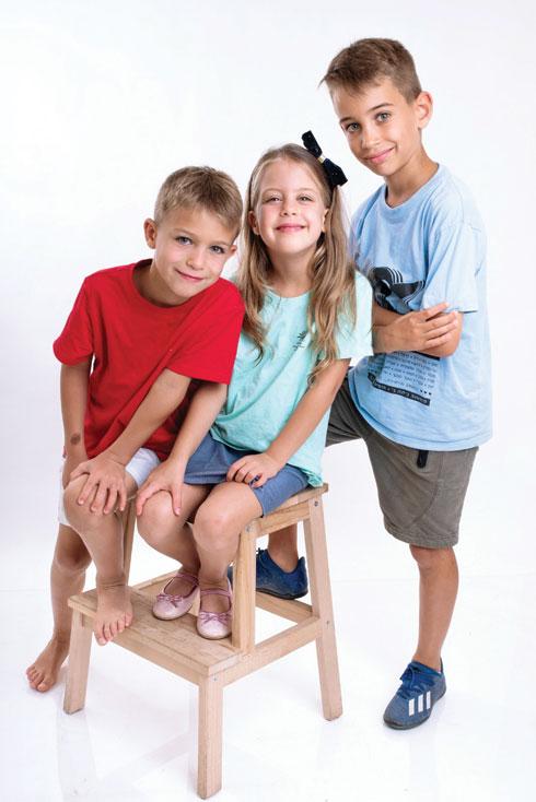 הילדים: אמרי והתאומים עומר ועילי. האם הם יצפו ברוי בוי? (צילום: שני זילברמן)