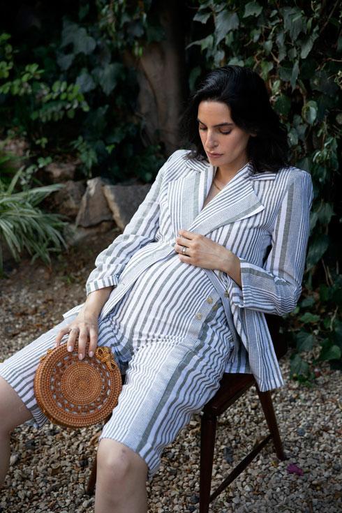 """""""גיליתי שאין מספיק בגדים למשרד כמו חליפות מכנסיים שניתן להקטין ולהגדיל"""" (צילום: עומרי רוזנגרט)"""