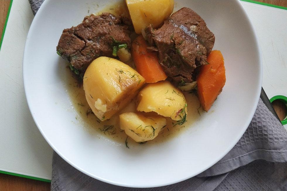 תבשיל קלאסי פשוט עם כמה טוויסטים שמקפיצים את הטעם (צילום: ילנה ויינברג)