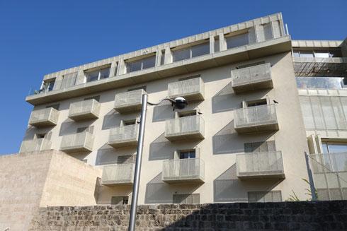 הבניין החדש, במבט מכיוון סמטאות העיר העתיקה (צילום: מיכאל יעקובסון)