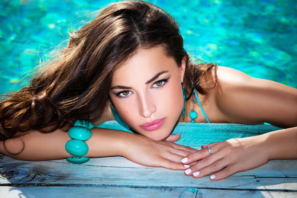 """יש נטייה לבלבל בין זיעה ללחות, אבל זיעה היא לא לחות, וחשוב לזכור להזין את העור בימים החמים ולא """"להצמיא"""" אותו (צילום: Shutterstock)"""