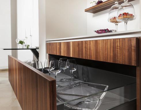 המטבח שעיצב איתמר לוי היה שיפוץ בתוך בית קיים עבור זוג בשנות ה-60 לחייהם. מטבחי רגבה. מעצב: איתמר לוי (צילום: לעד גונן)