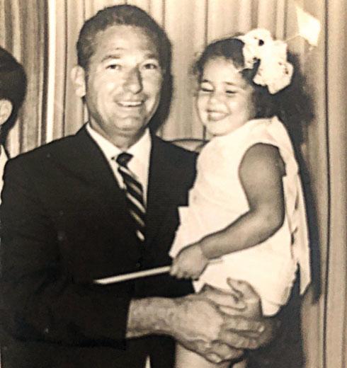 """נסע במטוס פרטי לקפריסין ונהרג בתאונת דרכים בחזור. עם אביה, פתחיה זליבנסקי ז""""ל (צילום: אלבום פרטי)"""