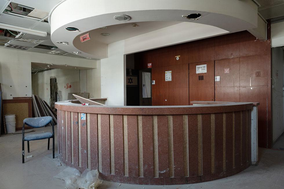 הכניסה לתחנה. השיפוץ הפנימי עדיין לא הושלם, והמשטרה אמורה להיכנס לכאן בתחילת 2022 (צילום: גדעון לוין)