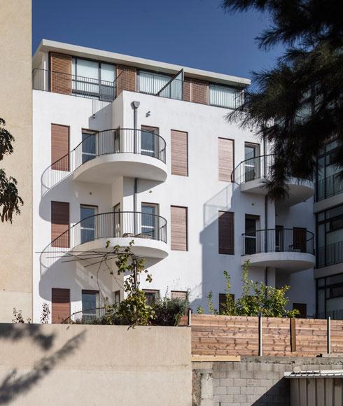הדירה שלהם נמצאת בחלק האחורי והחדש של הבניין (צילום: עמית גרון)