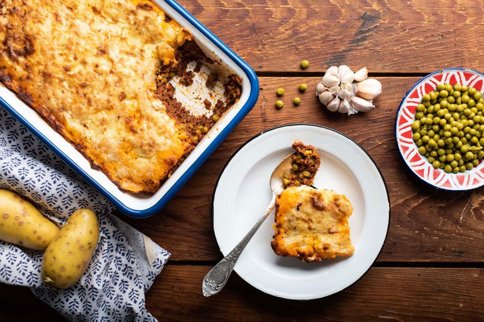 להיט בטוח בצלחות של הילדים וגם המבוגרים יהנו: מאפה תפוחי אדמה, בשר ועגבניות (צילום: נמרוד סונדרס)